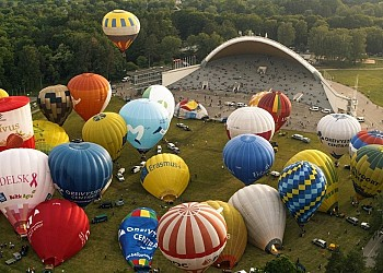 Impressive hot air balloons flight invites visitors to Lithuania
